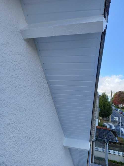 Pose de PVC en dessous de toit